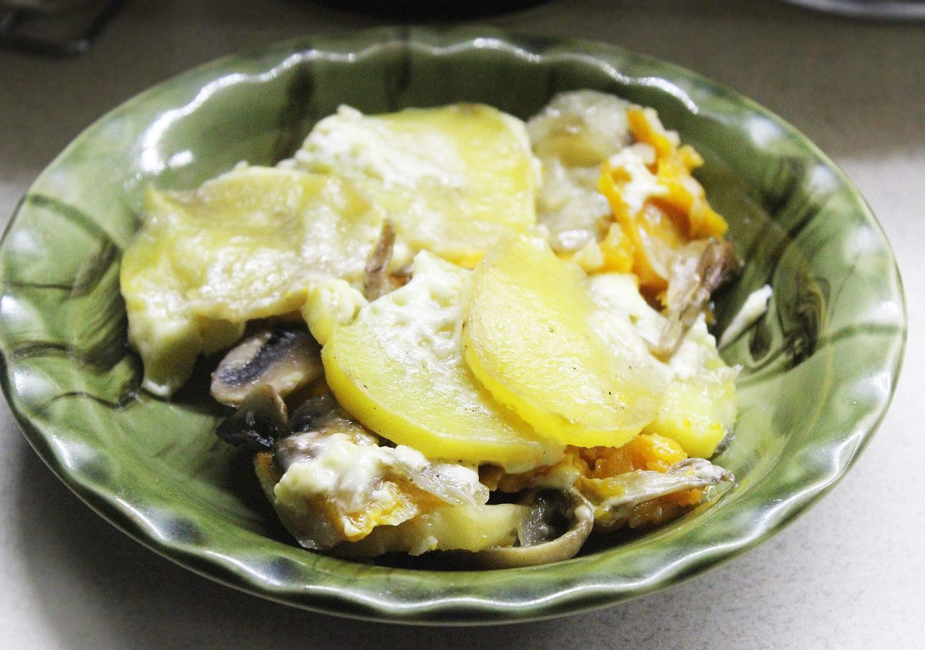 Запеканка из картофеля и тыквы с вешенками и шампиньонами