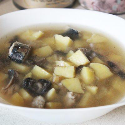 Пикантный рыбный суп с грибами и сельдереем - рецепт с фото
