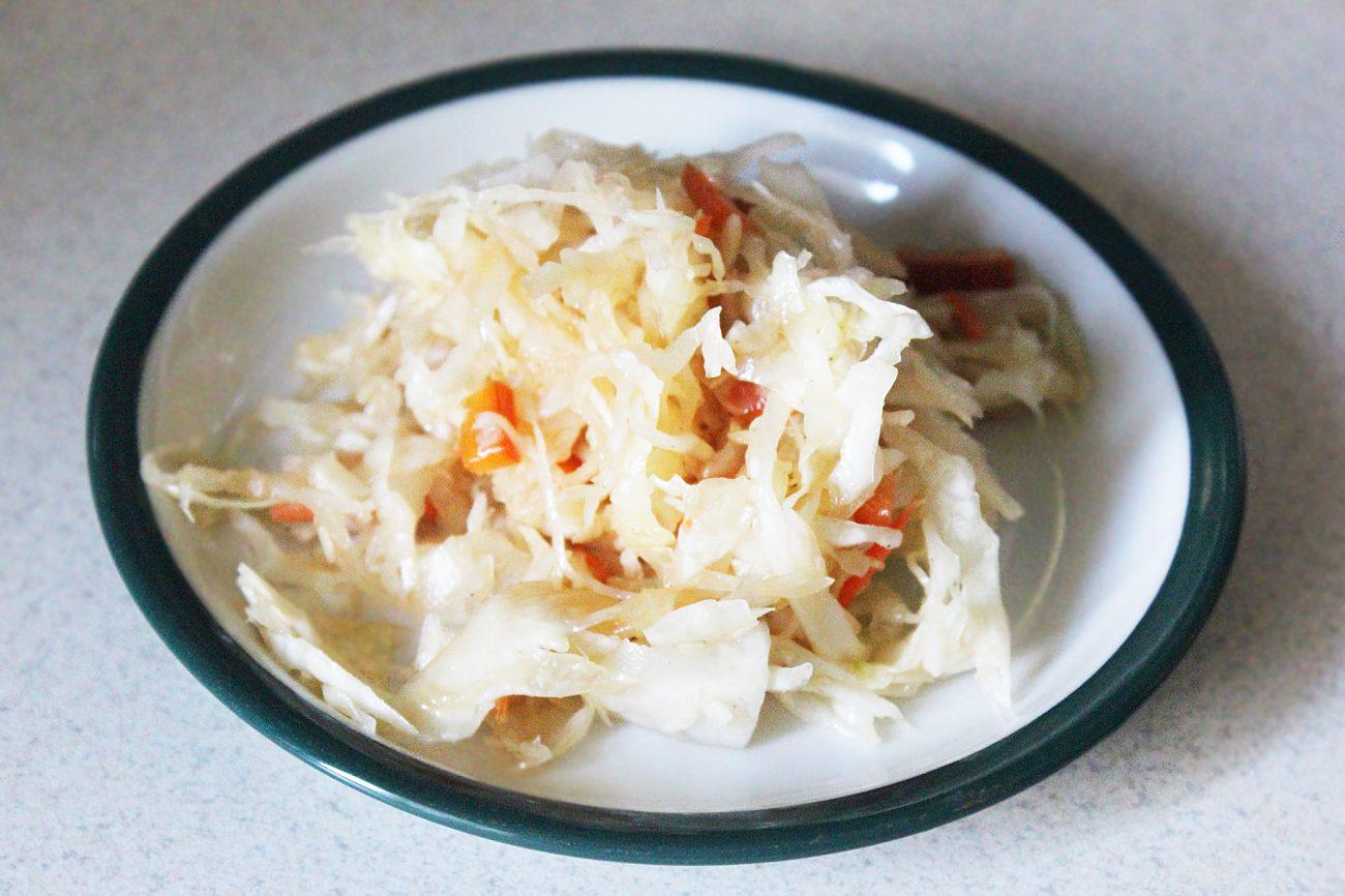 Овощной салат с дайконом и соевым соусом
