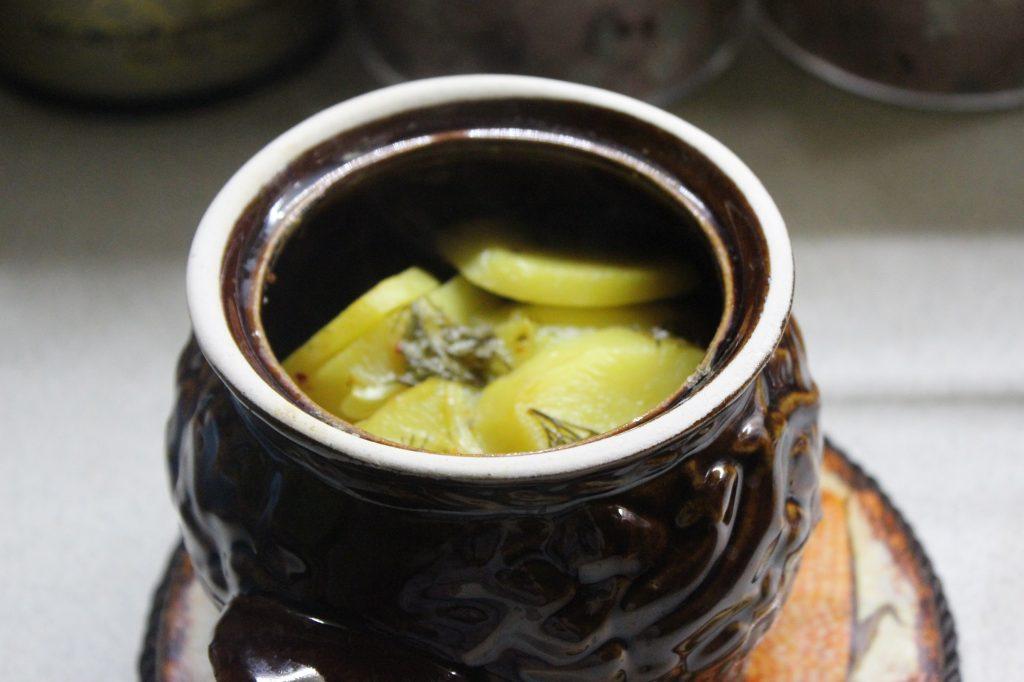 Фото рецепта - Картофель в сметане с зеленью, запеченный в горошках - шаг 6
