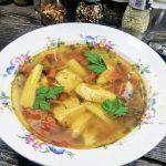 Куриный суп со сладким перцем, картофелем и томатами