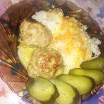 Мясные шарики с рисом в сметанном соусе