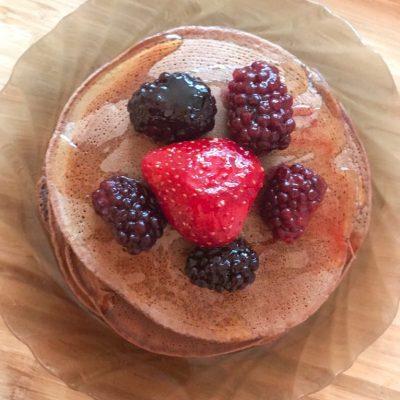 Безглютеновые панкейки с ягодами - рецепт с фото