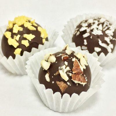 Конфеты из орехов и сухофруктов в горьком шоколаде - рецепт с фото