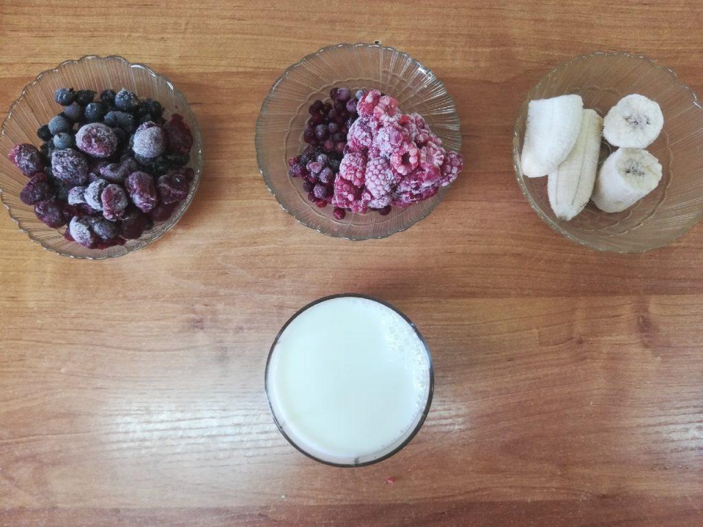 Фото рецепта - Молочный смузи-боул «Лесные ягоды» - шаг 1