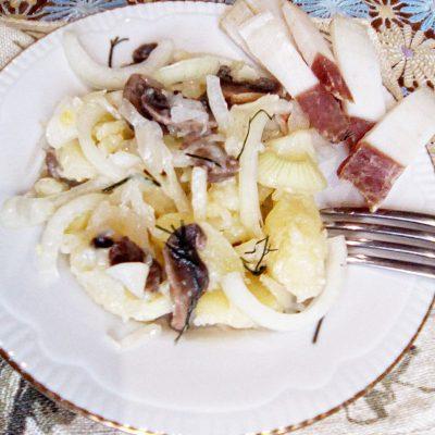 Картофельный «Минский» салат с грибами и квашеной капустой - рецепт с фото