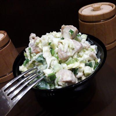 Салат «Нежный» с курицей, пекинской капустой и огурцами - рецепт с фото