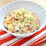 Вкусный салат с мандарином, огурцом и крабовыми палочками