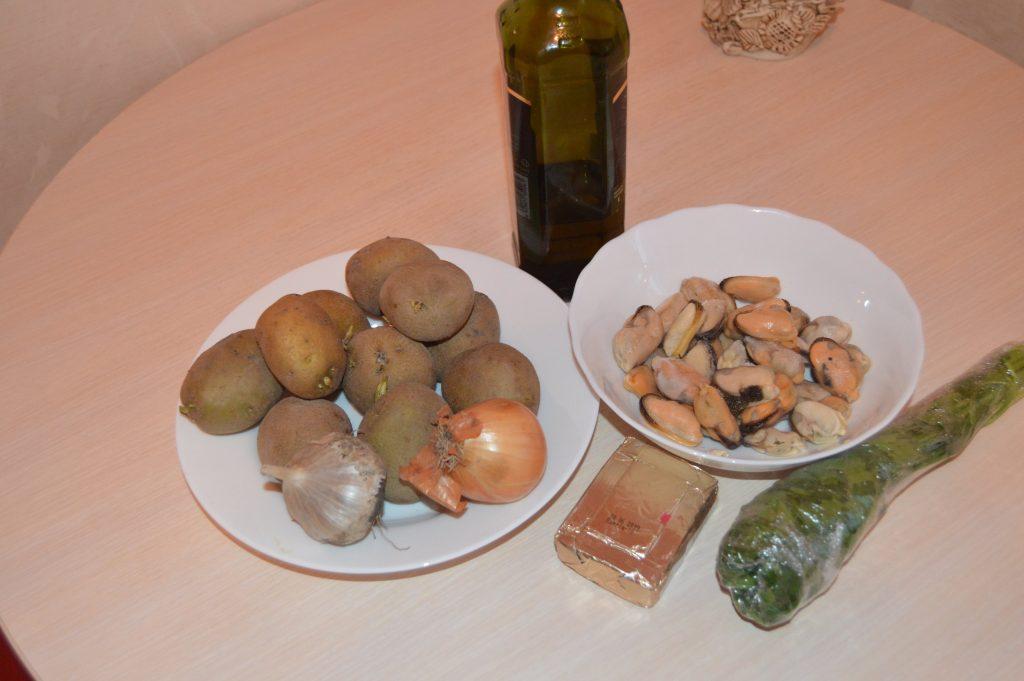 Фото рецепта - Сырный крем-суп из мидий с сухариками - шаг 1