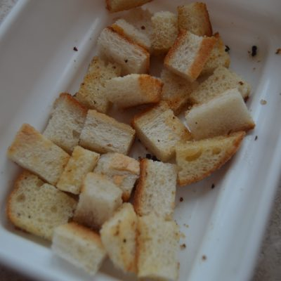 Фото рецепта - Сырный крем-суп из мидий с сухариками - шаг 5