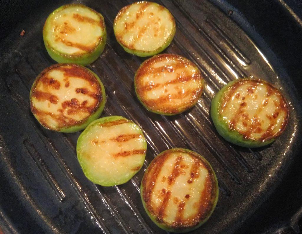 Фото рецепта - «Башенки»-гриль из баклажанов, кабачков и колбасы - шаг 1