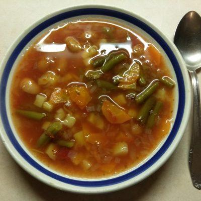 Томатный суп с консервированной и стручковой фасолью - рецепт с фото