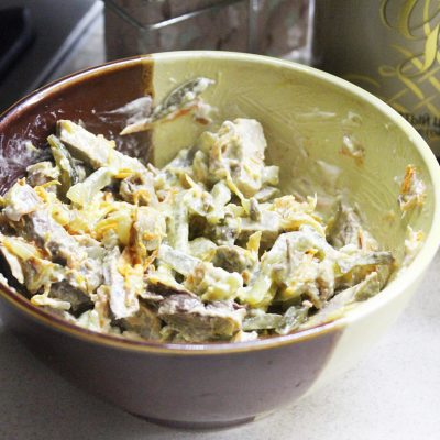 Мясной салат «Обжорка» со свининой и солеными огурчиками - рецепт с фото