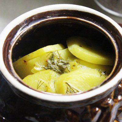 Картофель в сметане с зеленью, запеченный в горошках - рецепт с фото