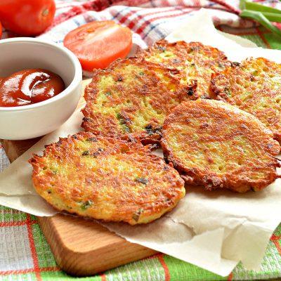 Картофельные драники с зеленью на сковороде - рецепт с фото