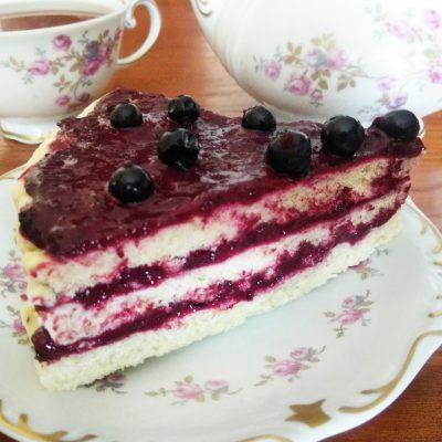Торт слоеный со смородиновым курдом - рецепт с фото
