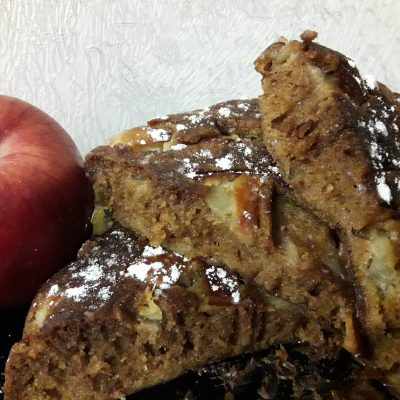 Шарлотка на меду в мультиварке - рецепт с фото