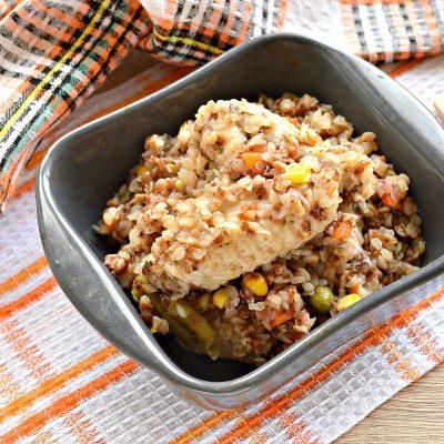 Куриные крылышки с гречкой и овощами - рецепт с фото