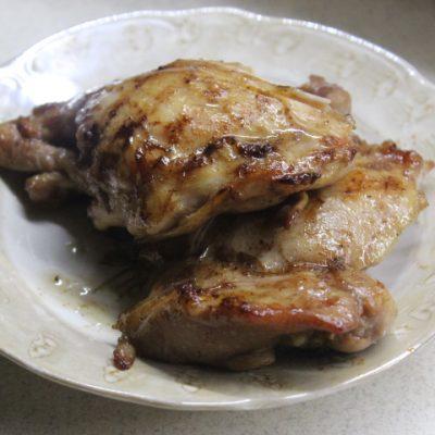 Куриные стейки в соево-имбирном соусе на сковороде-гриль - рецепт с фото