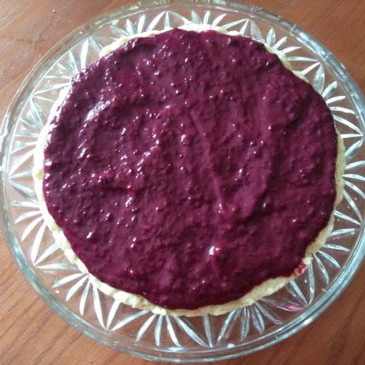 Фото рецепта - Торт слоеный со смородиновым курдом - шаг 3