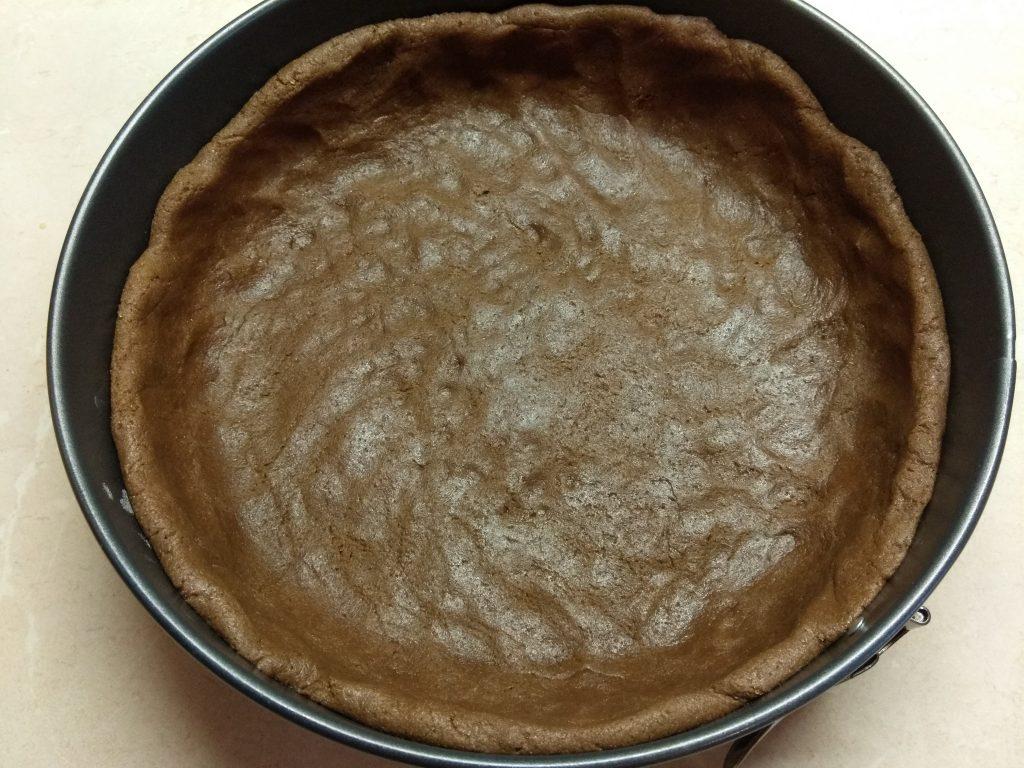 Фото рецепта - Открытый пирог с бананом и малиной - шаг 3