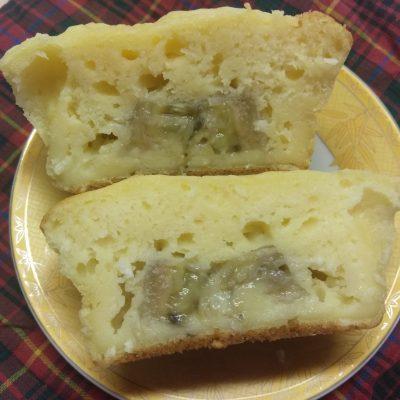 Фото рецепта - Творожные кексы с начинкой из банана и кокосовой стружкой - шаг 5