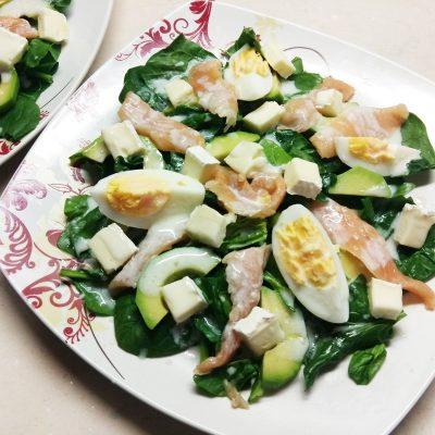 Салат из маринованного лосося, сыра Бри и авокадо - рецепт с фото