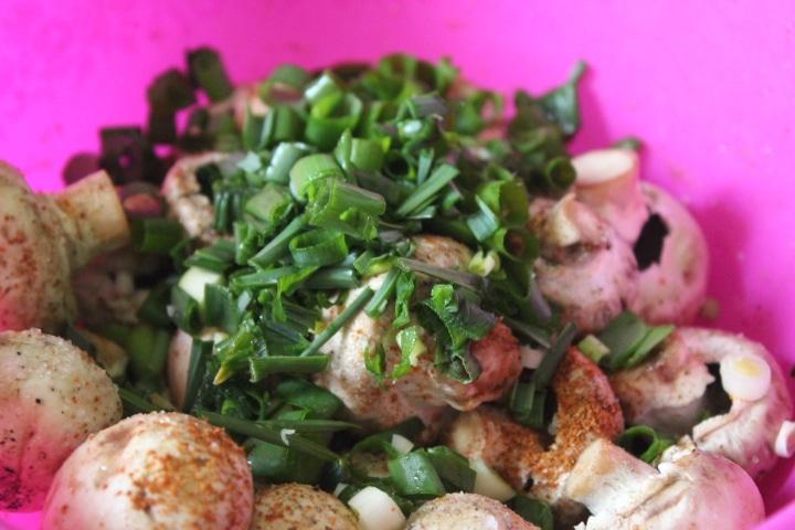 Фото рецепта - Запеченные шампиньоны с зеленью - шаг 3