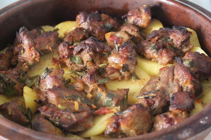 Фото рецепта - Жаркое из картофеля и свинины в томатном соусе - шаг 5