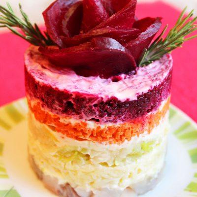 Порционный салат «Селедка под шубой» с яблоком без яиц (постный) - рецепт с фото